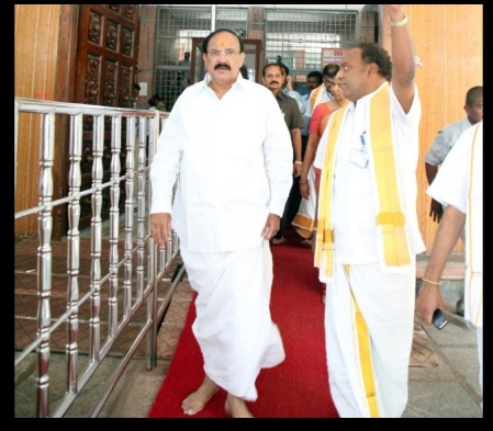 Nov.2012, Kanimozhi at Tirumala- entering inside